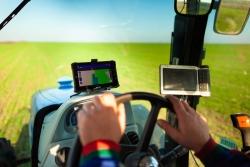 ВЫБОР GPS НАВИГАТОРА (КУРСОУКАЗАТЕЛЯ) ДЛЯ ТРАКТОРА. СИСТЕМЫ ПАРАЛЛЕЛЬНОГО ВОЖДЕНИЯ
